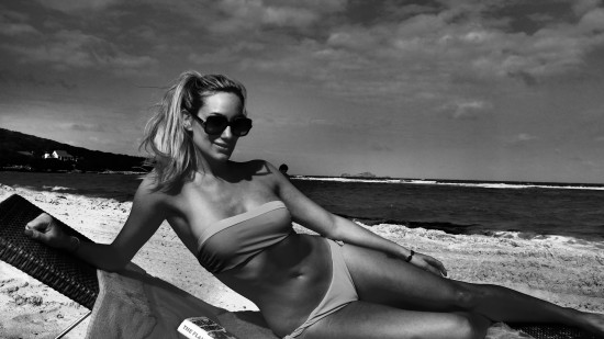 ALEXIA BLACK AND WHITE BEACH